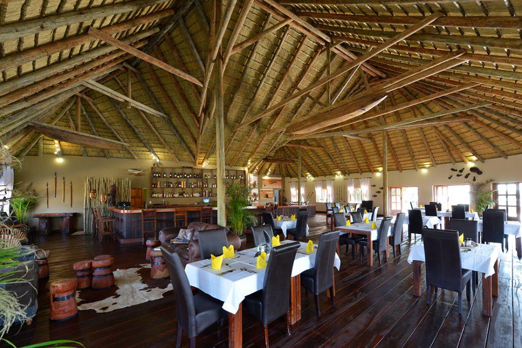 Namibia Rundu Hakusember River Lodge Restaurant Iwanowskis Reisen - afrika.de