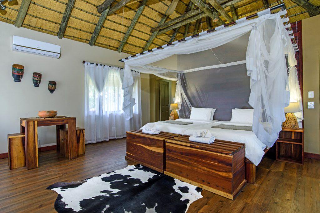 Namibia Rundu Hakusember River Lodge Zimmer Iwanowskis Reisen - afrika.de