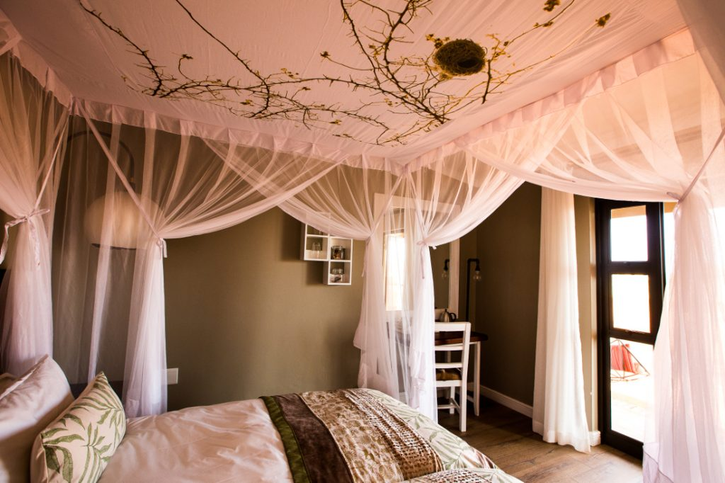 Namibia Kalahari Anib Lodge Unterkunft Iwanowskis Reisen - afrika.de