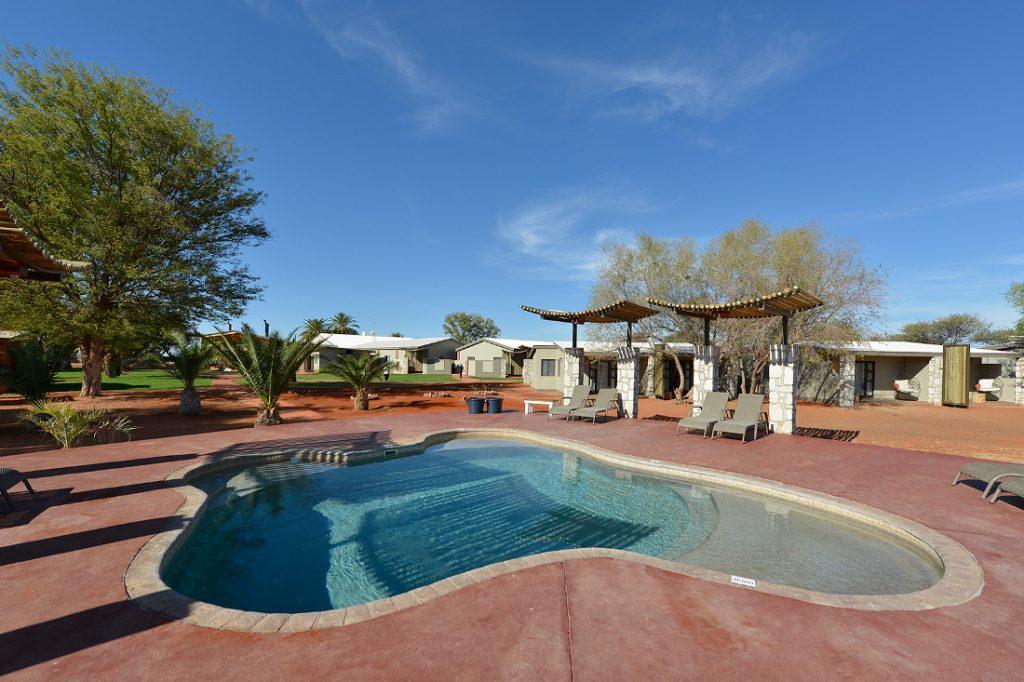 Namibia Kalahari Anib Lodge Pool Iwanowskis Reisen - afrika.de