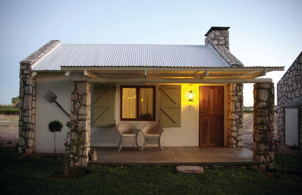 Namibia Mariental Kalahari Farmhouse Bungalow Iwanowskis Reisen - afrika.de