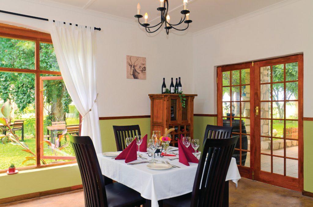 Namibia Mariental Kalahari Farmhouse Restaurant Iwanowskis Reisen - afrika.de