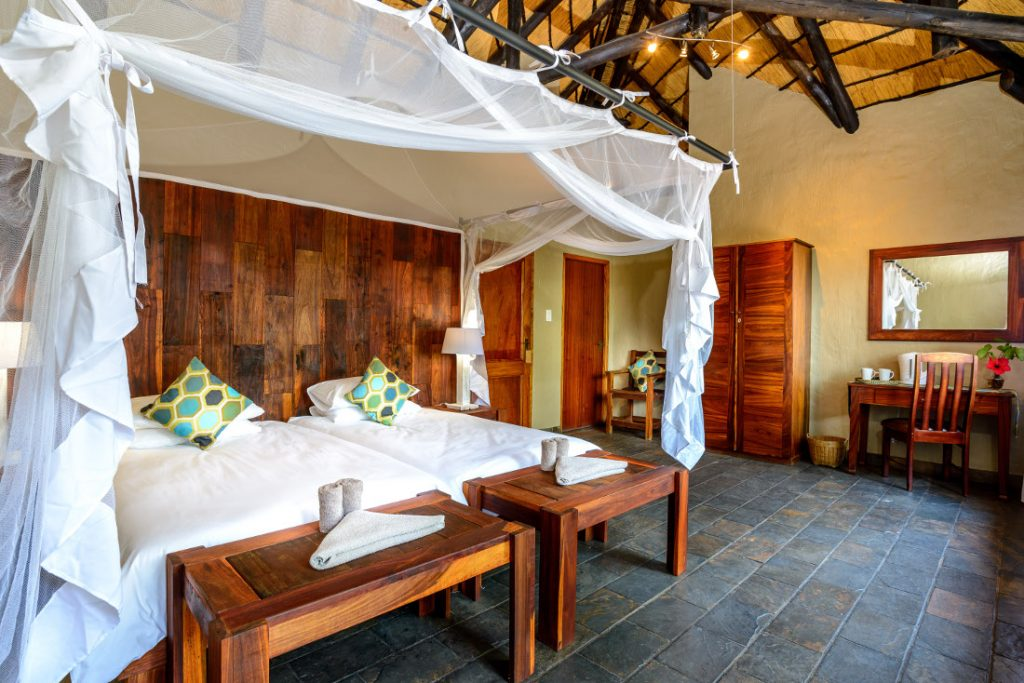 Namibia Caprivi Namushasha River Lodge Zimmer Iwanowskis Reisen - afrika.de