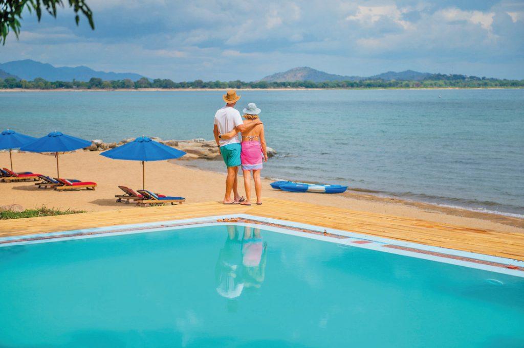 Malawi Lake Malawi Pumulani Pool Strand Iwanowskis Reisen - afrika.de