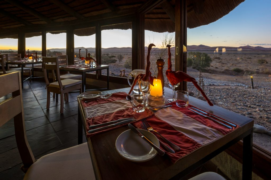 Namibia Sossusvlei Kulala Desert Lodge Restaurant Iwanowskis Reisen - afrika.de