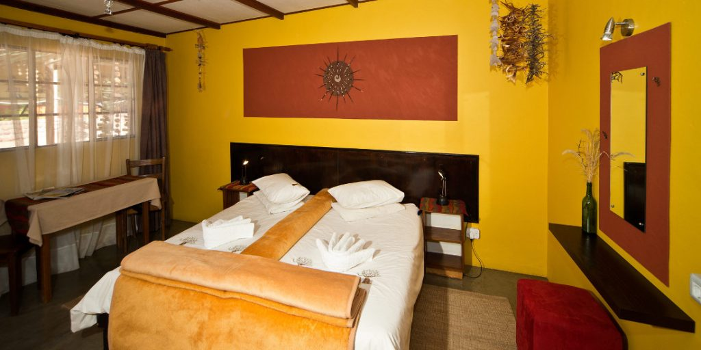 Namibia Tirasberge Namtib Desert Lodge Zimmer Iwanowskis Reisen - afrika.de
