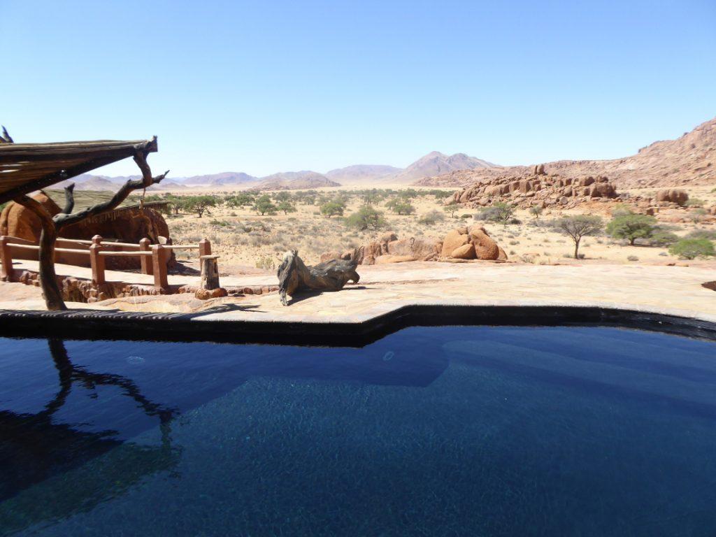 Namibia Tirasberge Ranch Koiimasis Fest Inn Fels Pool Iwanowskis Reisen - afrika.de