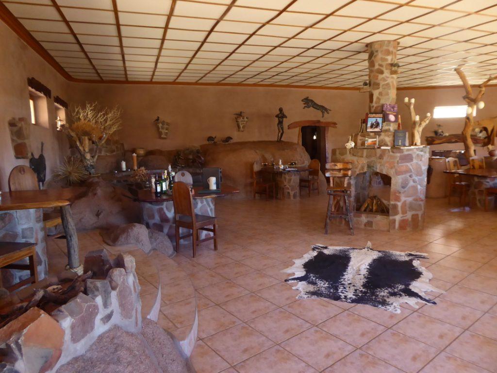 Namibia Tirasberge Ranch Koiimasis Fest Inn Fels Restaurant Iwanowskis Reisen - afrika.de