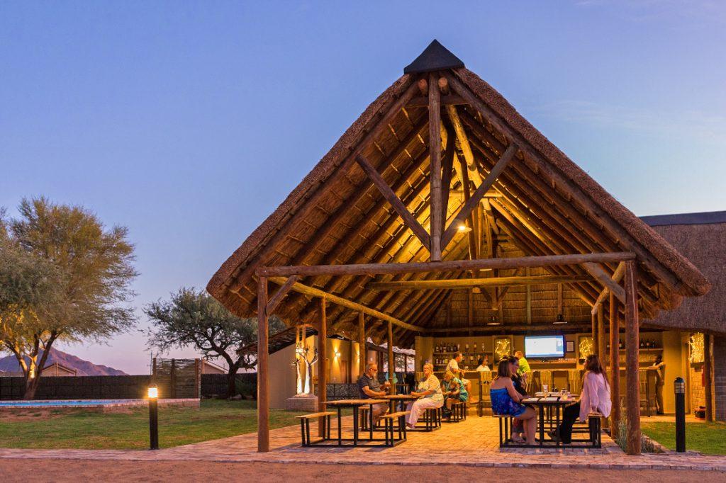 Namibia Sossusvlei Desert Camp Bar Iwanowskis Reisen - afrika.de