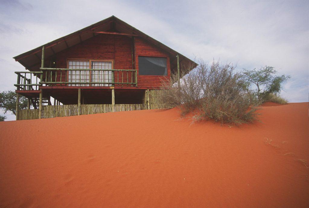 Namibia Kalahari Bagatelle Game Ranch Dune Chalet Iwanowskis Reisen - afrika.de