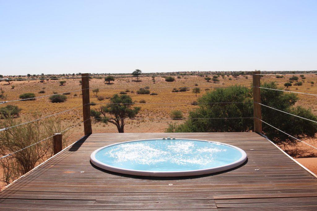 Namibia Kalahari Bagatelle Game Ranch Exclusive Dune Chalet Whirlpool Iwanowskis Reisen - afrika.de