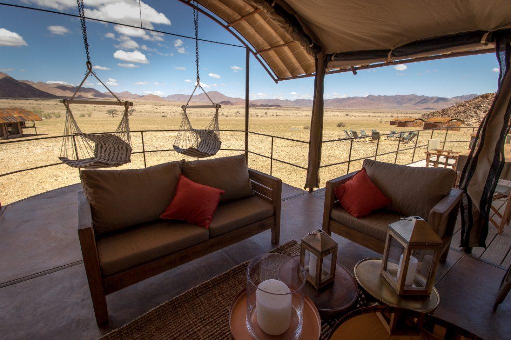 Namibia Sossusvlei Sossus under Canvas Terrasse Iwanowskis Reisen - afrika.de