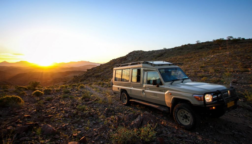 Namibia Damaraland Huab under Canvas Safarifahrzeug Iwanowskis Reisen - afrika.de