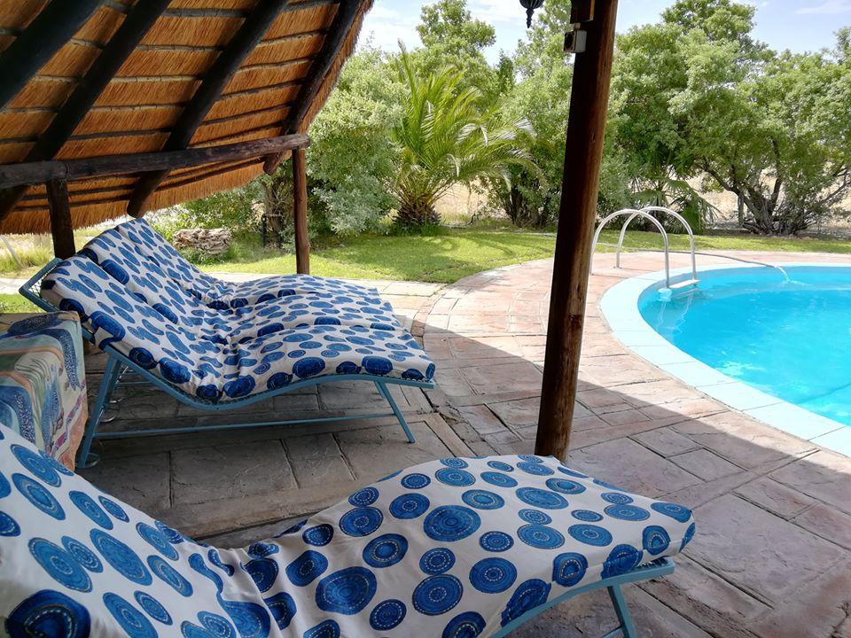 Namibia Etosha National Park Vreugde Gästefarm Pool Iwanowskis Reisen - afrika.de