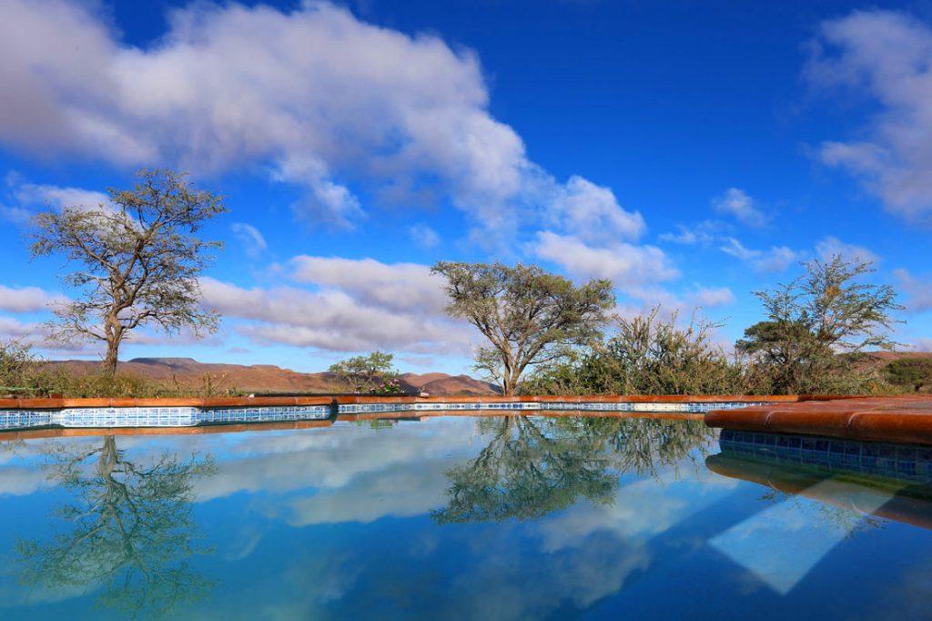 Namibia Maltahöhe Duwisib Farm Pool Iwanowskis Reisen - afrika.de