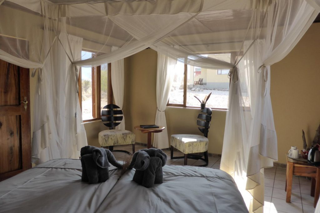 Namibia Erongo Gebirge Hohenstein Lodge Zimmer Iwanowskis Reisen - afrika.de