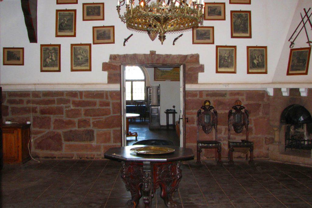 Namibia Maltahöhe Duwisib Farm Schloss Duwisib Rittersaal Iwanowskis Reisen - afrika.de