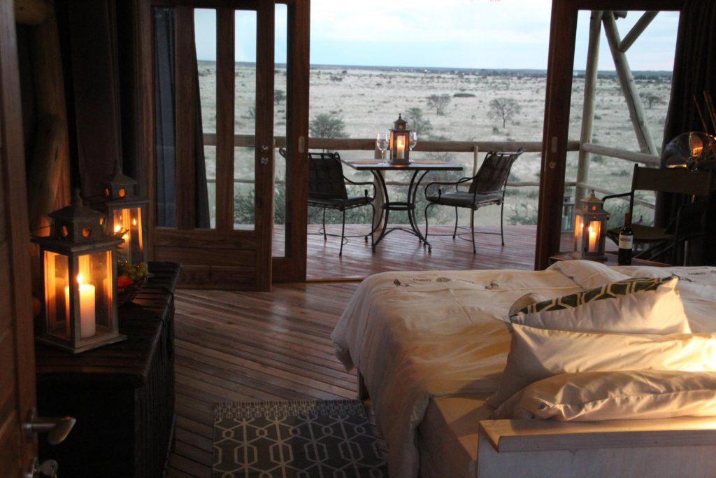 Namibia Kalahari Teufelskrallen Tented Lodge Ausblick Zimmer Iwanowskis Reisen - afrika.de