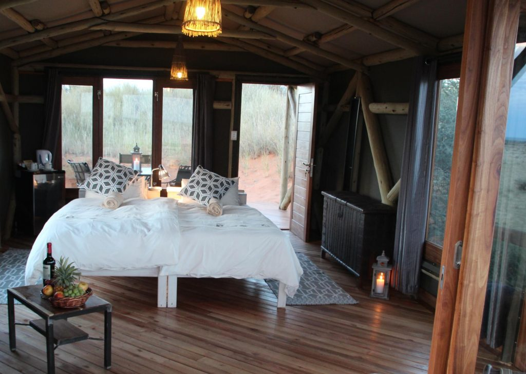 Namibia Kalahari Teufelskrallen Lodge Zimmer Iwanowskis Reisen - afrika.de