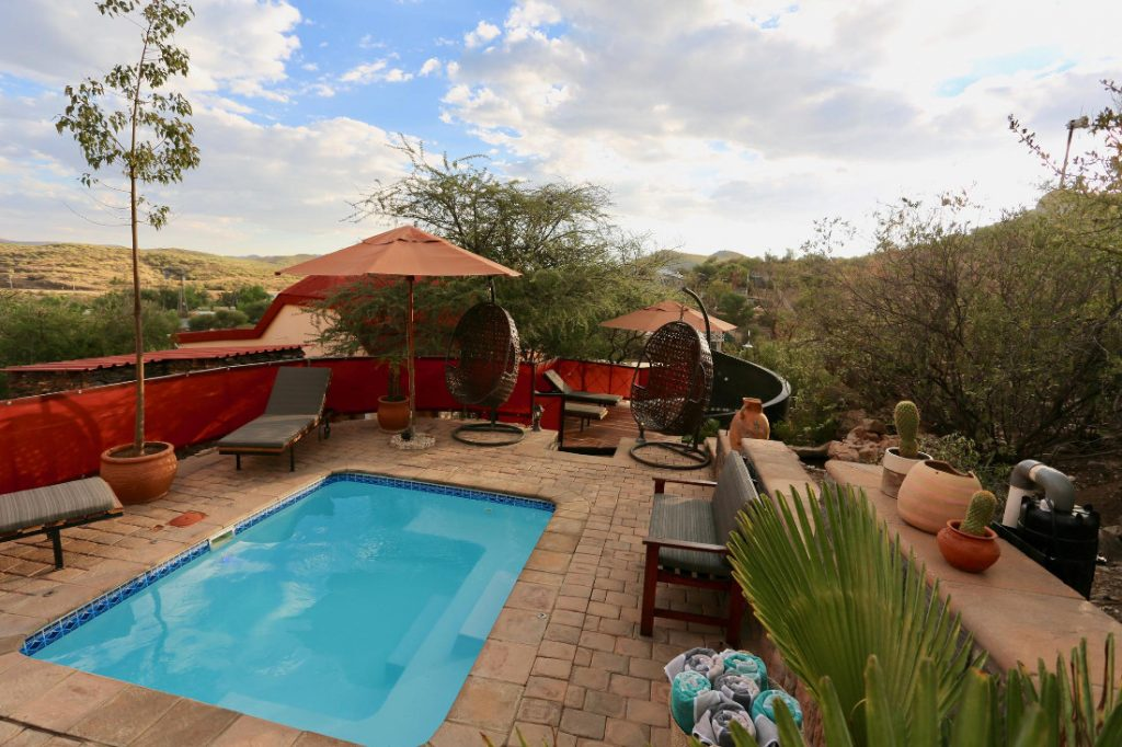 Namibia Windhoek Ti Melen Pool Iwanowskis Reisen - afrika.de