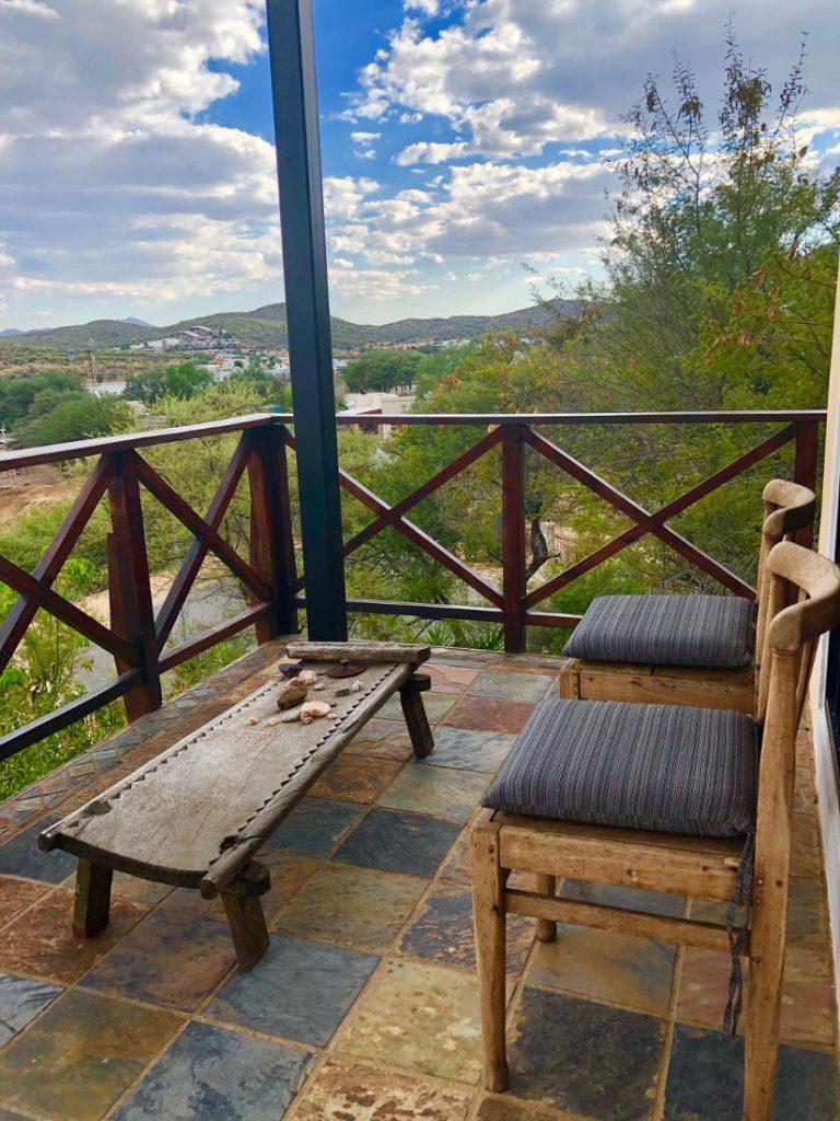 Namibia Windhoek Ti Melen Zimmer Balkon Iwanowskis Reisen - afrika.de