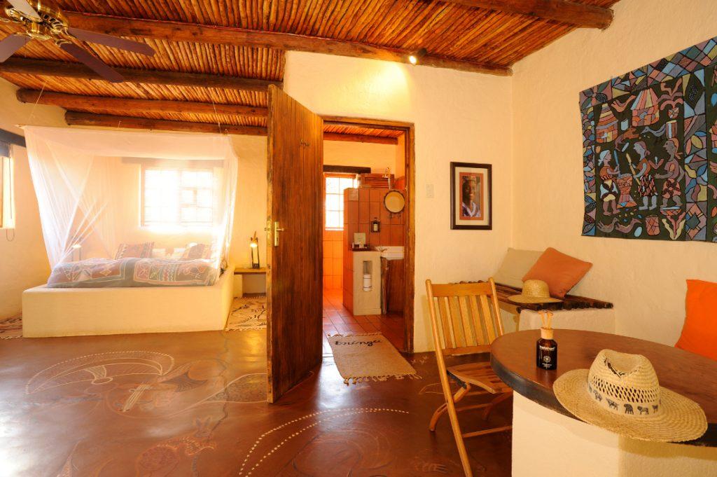 Namibia Dordabis Eningu Clayhouse Lodge Zimmer Iwanowskis Reisen - afrika.de