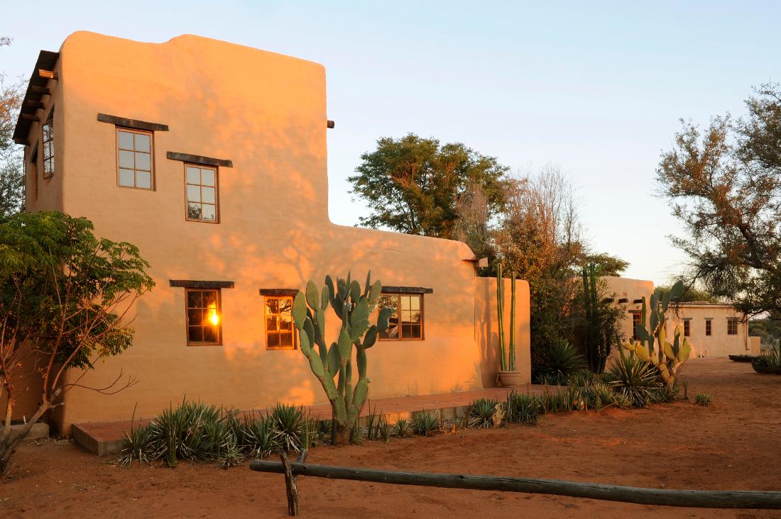 Namibia Dordabis Eningu Clayhouse Lodge Iwanowskis Reisen - afrika.de