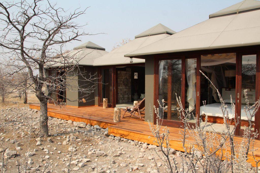 Namibia Etosha Oberland Lodge Bungalow Iwanowskis Reisen - afrika.de