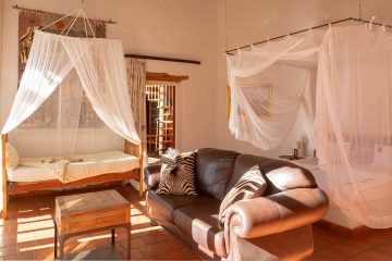 Namibia nahe Windhoek Okambara Elephant Lodge Familienzimmer Iwanowskis Reisen - afrika.de