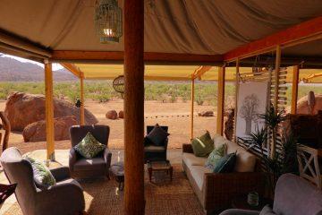 Namibia Twyfelfontein Adventure Camp Lounge Iwanowskis Reisenen - afrika.de