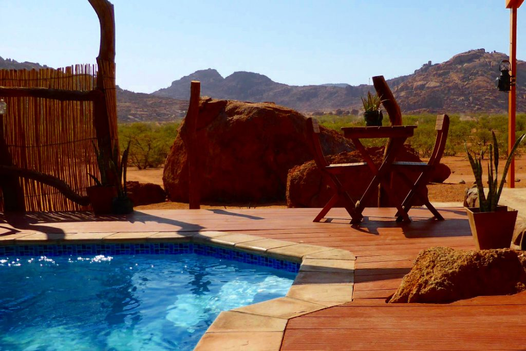 Namibia Twyfelfontein Adventure Camp Pool Iwanowskis Reisenen - afrika.de