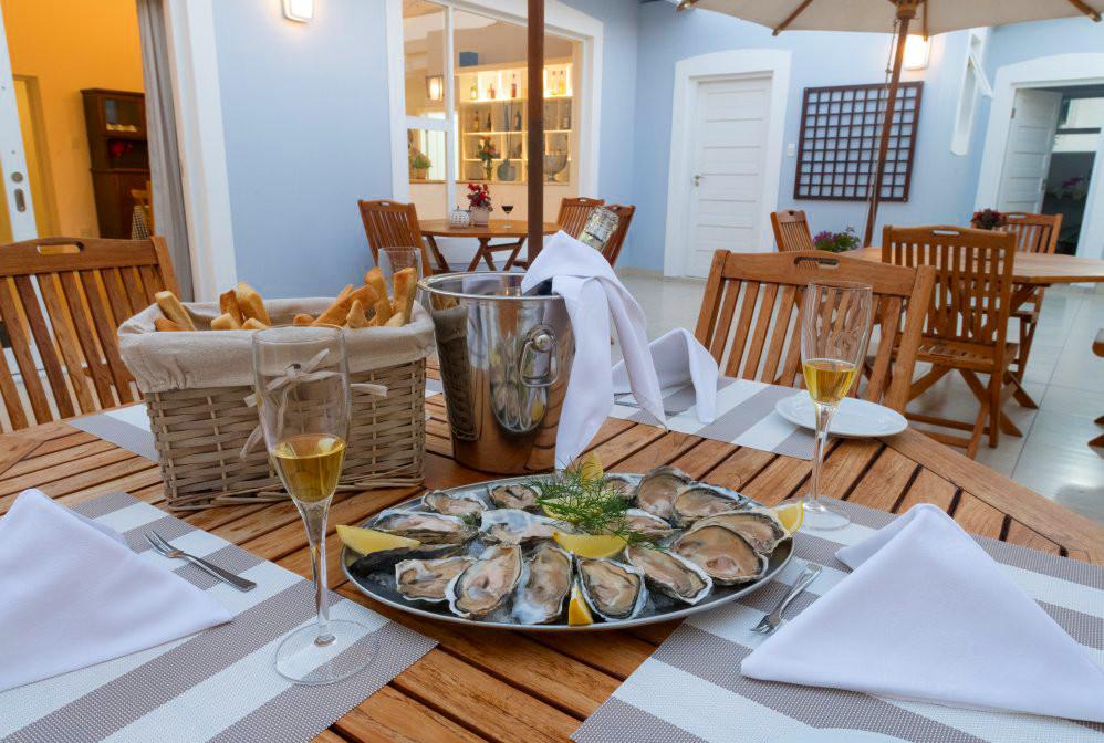 Namibia Swakopmund Casa al Mare Austern Dinner Iwanowskis Reisen - afrika.de