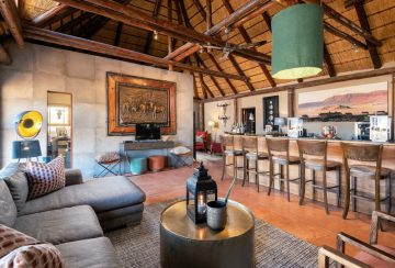 Namibia Sesriem Hoodia Desert Lodge Bar Iwanowskis Reisen - afrika.de