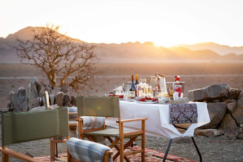 Namibia Sesriem Hoodia Desert Lodge Dinner Iwanowskis Reisen - afrika.de