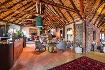 Namibia Sesriem Hoodia Desert Lodge Lounge Iwanowskis Reisen - afrika.de