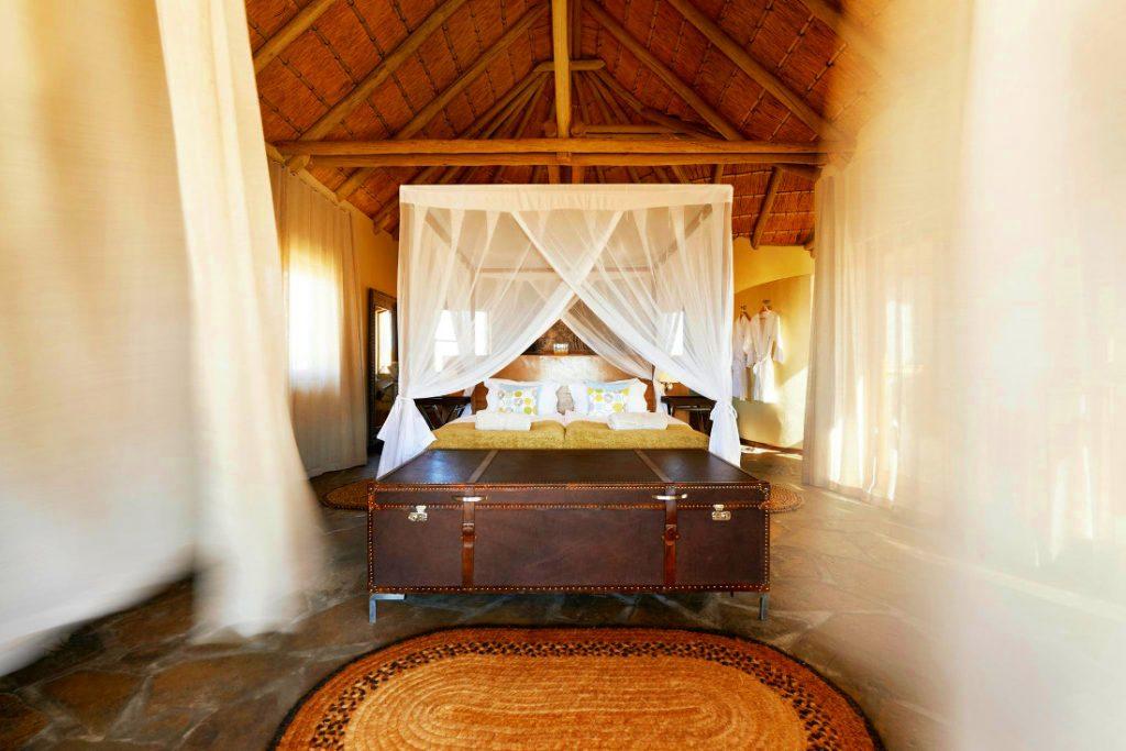 Namibia Sandfontein Lodge Bungalow Iwanowskis Reisen - afrika.de