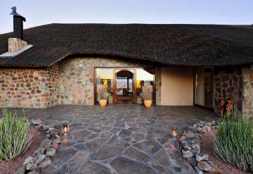 Namibia Sandfontein Lodge Hauptgebäude Iwanowskis Reisen - afrika.de