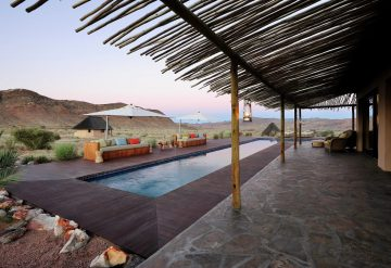 Namibia Sandfontein Lodge Terrasse Iwanowskis Reisen - afrika.de