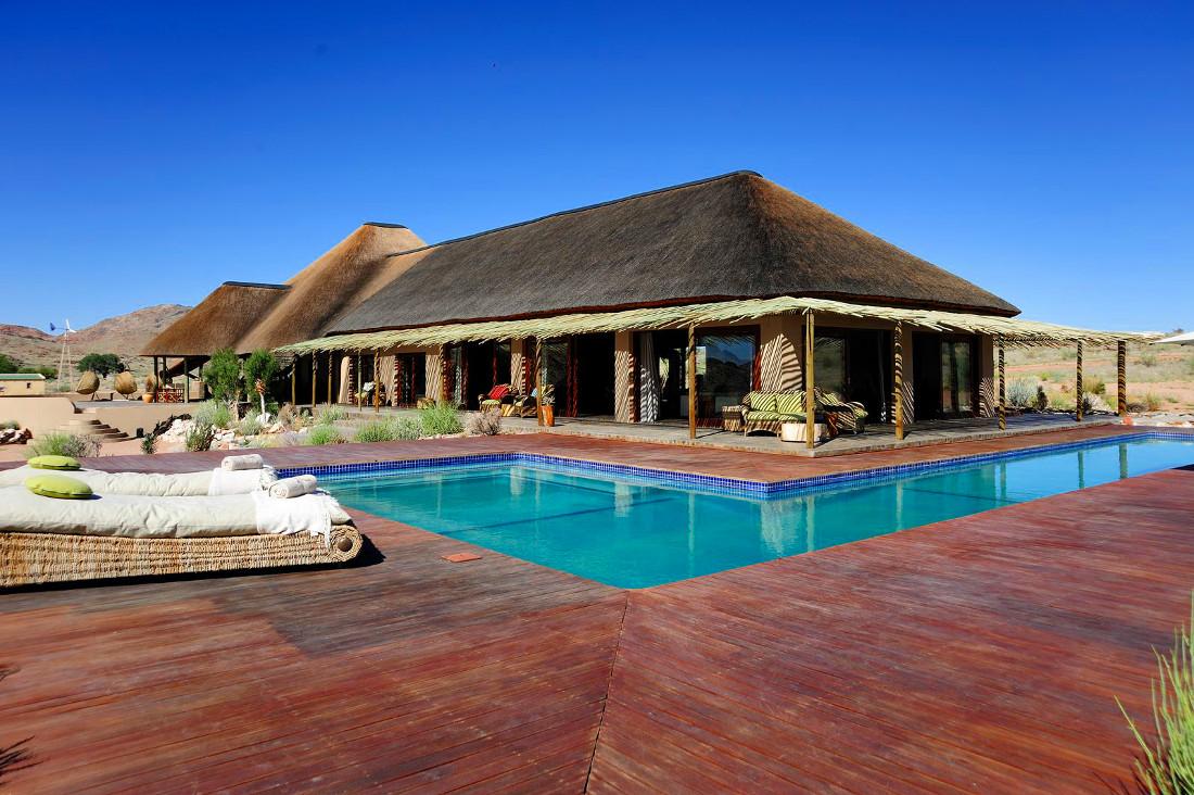 Namibia Sandfontein Lodge Pool Iwanowskis Reisen - afrika.de