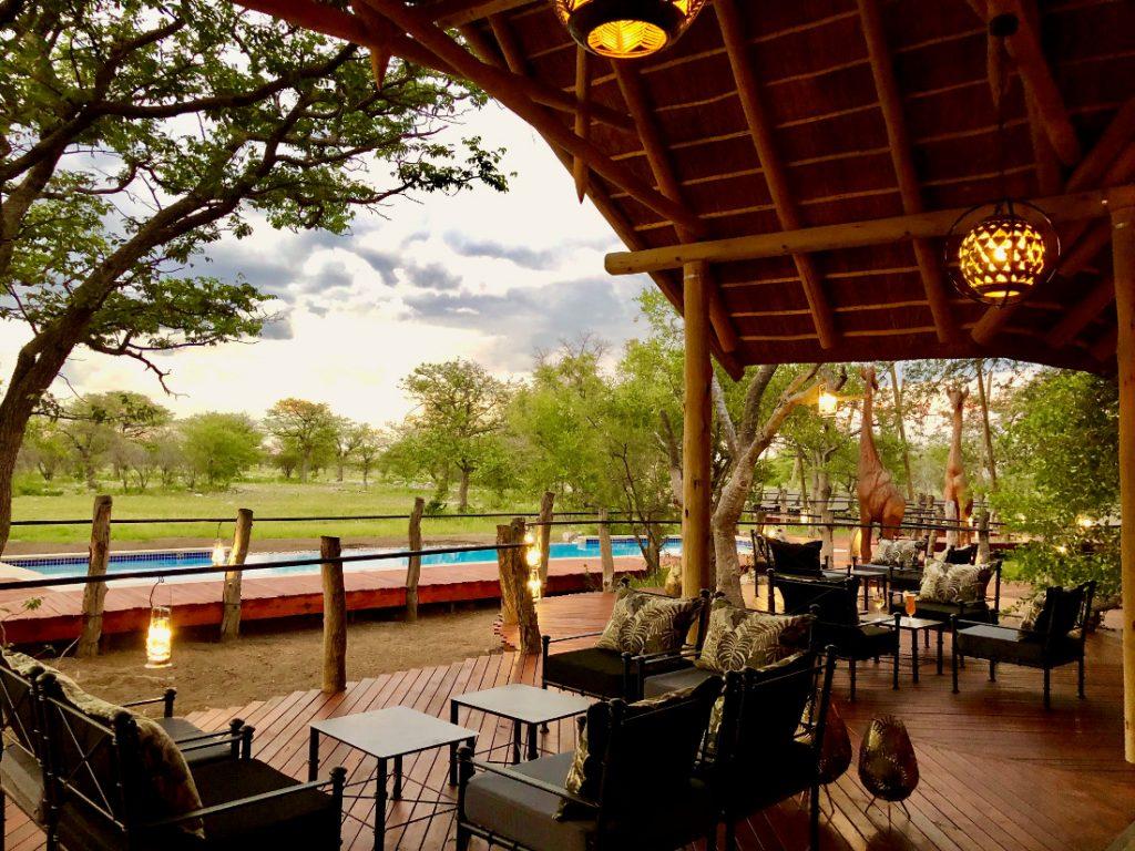 Namibia Etosha Oberland Lodge Lounge Iwanowskis Reisen - afrika.de