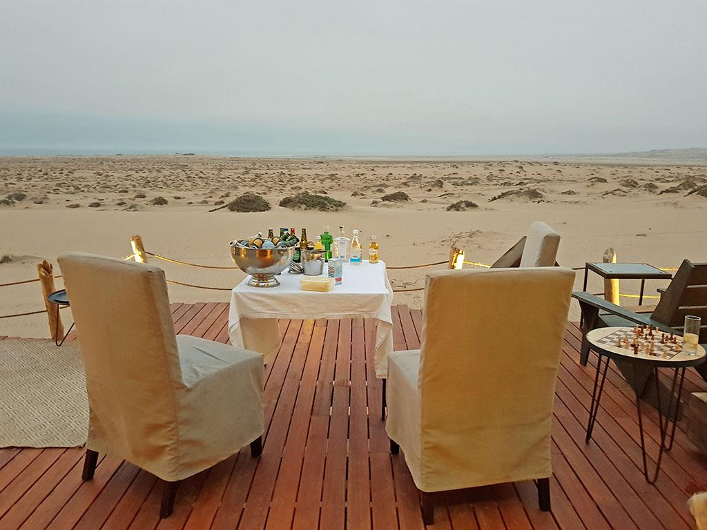Namibia Skeleton Coast Park Shipwreck Lodge Sundowner Iwanowskis Reisen - afrika.de