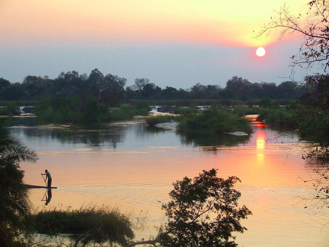 Namibia Divundu Popa Falls Ngepi Camp Kavango Fluss Iwanowskis Reisen - afrika.de