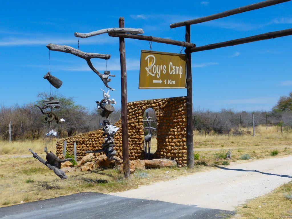 Namibia Grootfontein Roy's Rest Camp Einfahrt Iwanowskis Reisen - afrika.de