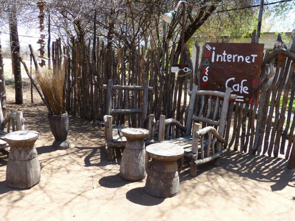 Namibia Grootfontein Roy's Rest Camp Internetcafe Iwanowskis Reisen - afrika.de