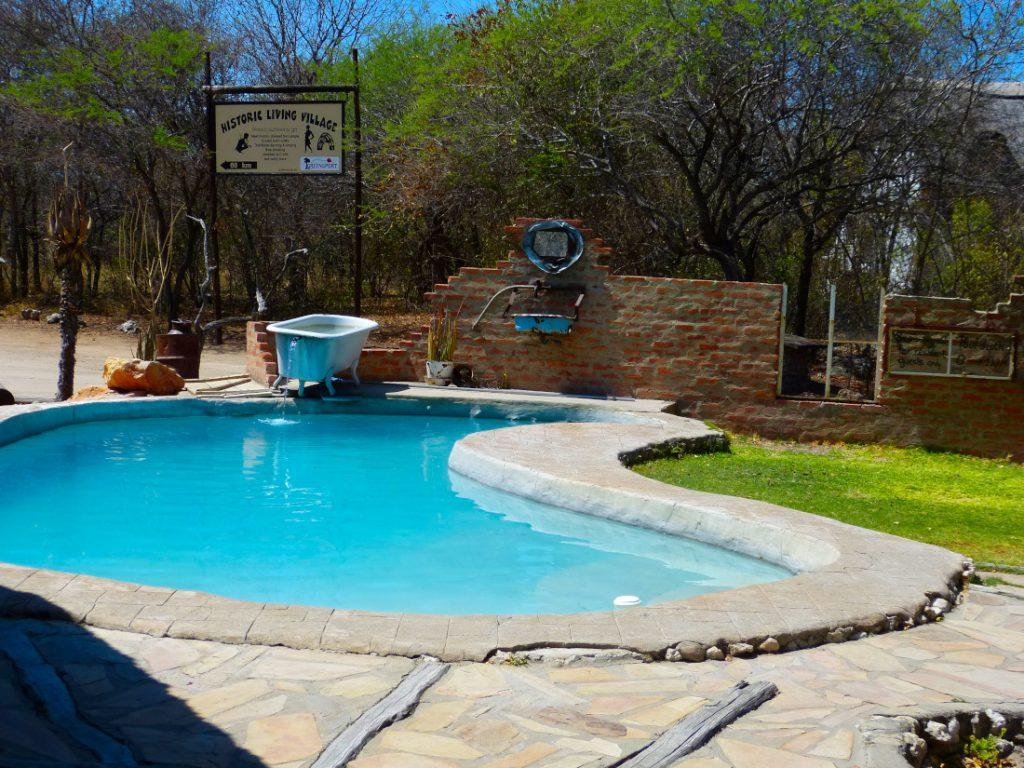 Namibia Grootfontein Roy's Rest Camp Pool Iwanowskis Reisen - afrika.de