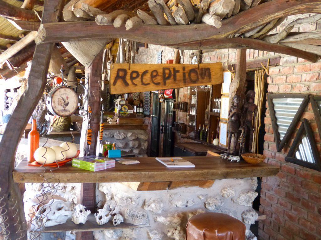 Namibia Grootfontein Roy's Rest Camp Rezeption Iwanowskis Reisen - afrika.de