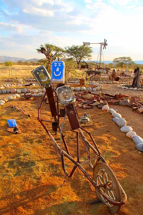 Namibia Namib Naukluft Park Tsauchab River Camp Iron Art Iwanowskis Reisen - afrika.de