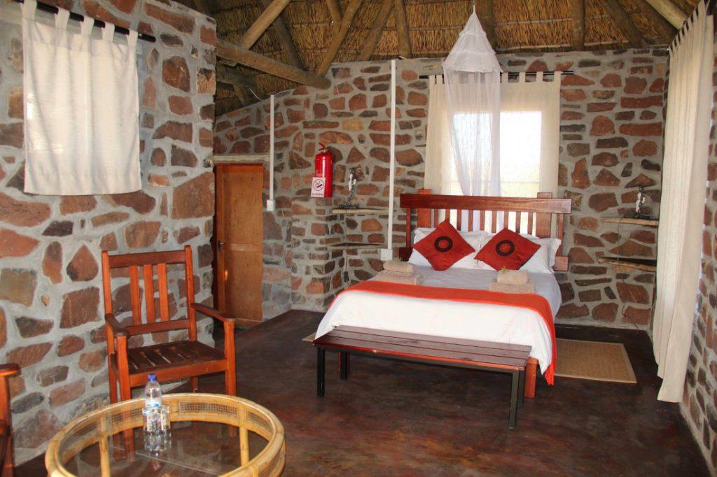 Namibia Namib Naukluft Park Tsauchab River Camp Zimmer Iwanowskis Reisen - afrika.de