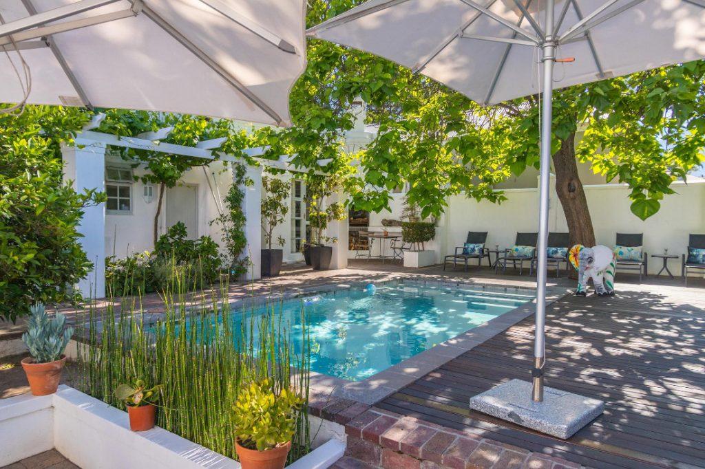 Südafrika Franschhoek Ashbourne House Pool Iwanowskis Reisen - afrika.de