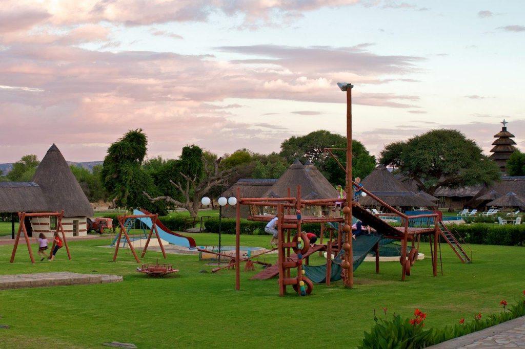 Namibia Okahandja Midgard Country Estate Spielplatz Iwanowskis Reisen - afrika.de